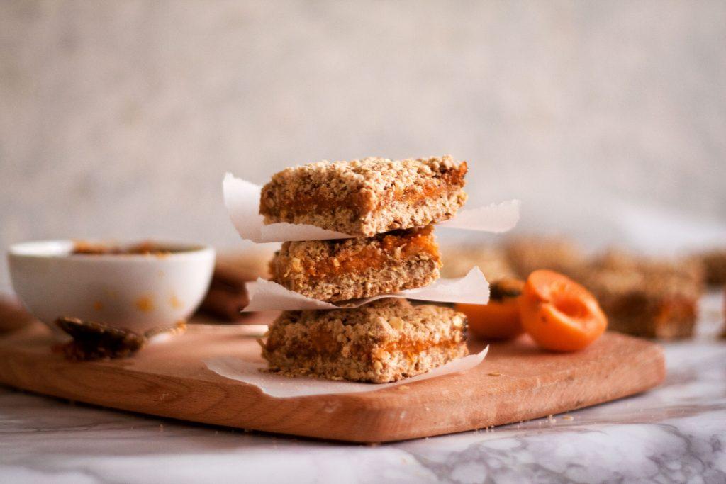 Apricot oatmeal crumb bars
